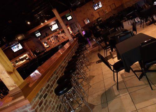 4 Seasons Sports Bar & Grill